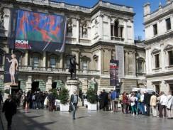 Улица Пикадилли. Королевская академия художеств. Лондон. Англия