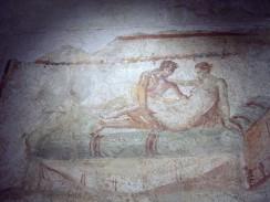 Италия. Неаполь. При раскопках Помпеи был обнаружен публичный дом — лупанарий.