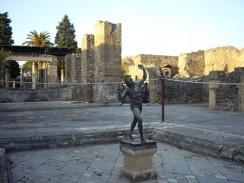 Италия. Неаполь. Самый богатый и самый большой дом в Помпеях, названный домом Фавна