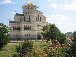 Владимирский собор рядом с руинами древнего Херсонеса. Севастополь. Украина.