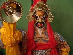 Китай. Декоративная кукла — персонаж Пекинской оперы.