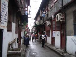 Китай. Старые улочки Шанхая скоро окончательно уйдут в прошлое.