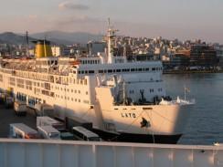 Пассажирское судно в порту Пирей. Греция.