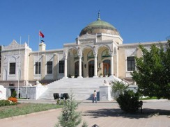 Здание Этнографического музея в Анкаре. Турция.