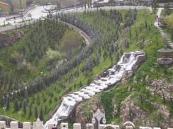 Искусственный водопад в городском парке Кечёрен. Анкара. Турция.