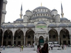 Голубая мечеть или мечеть Султана Ахмета — первая по значению и одна из самых красивых мечетей Стамбула. Турция.