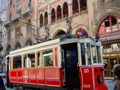 Турция. Стамбул. Улица Истикляль. Исторический трамвай.