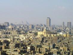 Египет. Взгляд сквозь Каир на пирамиды.