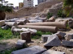 На развалинах бывшего храма Серапеум. Александрия. Египет.