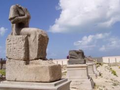 Египет. Александрия. Развалины бывшего храма Серапеум.