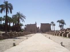 Египет. Луксорский храм — развалины центрального храма Амона-Ра на правом берегу Нила.