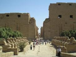 Египет. Луксор. Карнакский храмовый комплекс. Западный вход в святилище Амона.