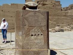 Египет. Луксор. Карнакский храм. Священный жук скарабей.