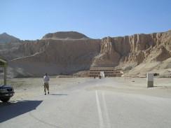Египет. Луксор. Аллея, ведущая к заупокойному храму царицы-фараона Хатшепсут.