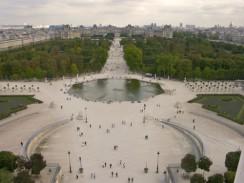 Сад Тюильри с высоты колеса обозрения, что на площади Согласия. Париж. Франция.