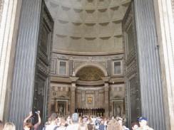 Вход в Пантеон. Рим. Италия.