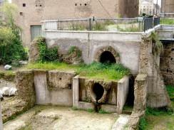 Италия. Знаменитая римская канализация — Клоака Максима