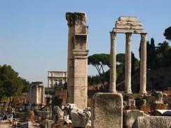 Италия. Римский форум. Храм Кастора и Поллукса