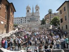Испанская лестница — грандиозное сооружение, состоящее из 138 ступеней. Рим. Италия.