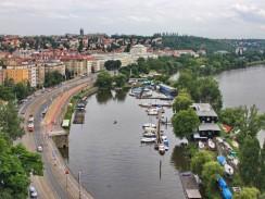 Чехия. Вид на Прагу из Вышеграда.
