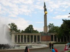 Памятник советским воинам в Вене. Австрия