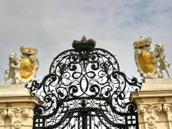 Австрия. Вена. Верхняя часть ворот при входе в Бельведер