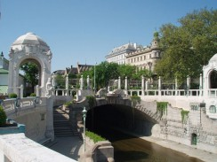 Австрия. Вена. Мостик через реку.
