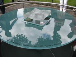 Памятный знак в Тауэре, на месте казни королевских особ. Лондон. Англия