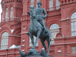 Памятник Г. К. Жукову перед зданием Исторического музея. Москва. Россия.