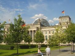 Германия. Самое известное здание Берлина — Рейхстаг.