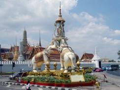 Бангкок. Памятник тайской архитектуры Chang Monument