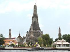 Таиланд. Бангкок. На западном берегу реки Чао Прайя находится Храм Утренней зари