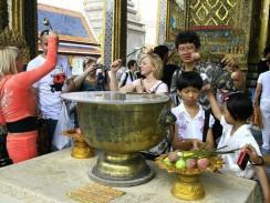 Таиланд. Бангкок. Перед входом в Храм Изумрудного Будды