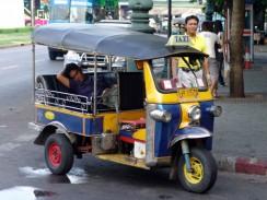 Таиланд. Бангкок. На местном диалекте этот вид транспорт именуется «тук-тук»