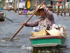 Таиланд. Бангкок называют «Восточной Венецией» из-за большого количества водных каналов.