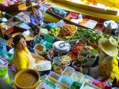 Плавучий рынок на реке Чао Прайя. Бангкок. Таиланд.