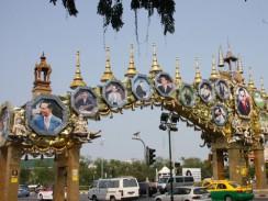 Бангкок. Многочисленные изображения короля Таиланда.