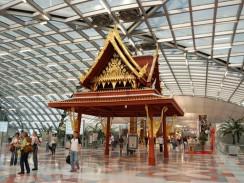 Таиланд. Бангкок. Интерьер одного из залов аэропорта Suvarnabhumi International