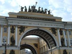 Триумфальная арка на Дворцовой площади. Санкт-Петербург. Россия.