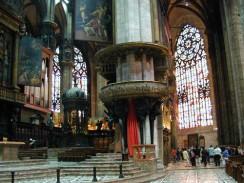 Италия. Легенда утверждает, что Домский собор в Милане был сооружен в знак признательности Мадонне