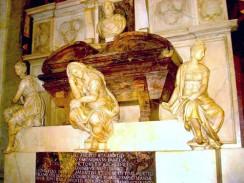 Италия. Флоренция. Базилика Санта-Кроче. Гробница Микеланжело Буонарроти.