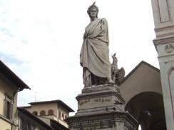 Памятник Данте Алигьери около Базилики Санта-Кроче. Флоренция. Италия.