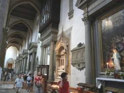 Италия. Флоренция. В базилике Санта-Кроче похоронено около 300 знаменитых флорентийцев.