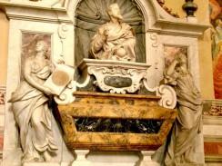 Италия. Флоренция. Базилика Санта-Кроче. Гробница Галилео Галилея