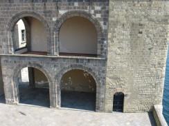 Крепость Кастель-дель-Ово. Неаполь. Италия.