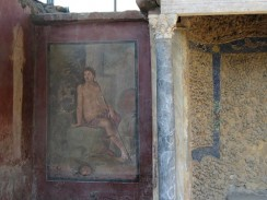 Италия. Неаполь. Помпеи. Стены домов изнутри покрывались фресками