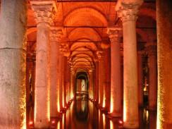 Цистерна Базилика - древнее подземное водохранилище. Стамбул. Турция.