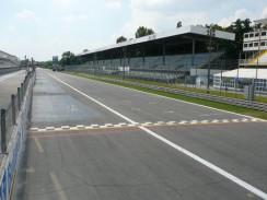 Стартовая линия на автодроме «Монца». Милан. Италия.