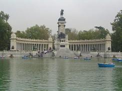 Испания. Мадрид. В парке Ретиро.