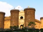 Кастель-Нуово, также Маскио Анджоино (XIII век) — символ Неаполя. Италия